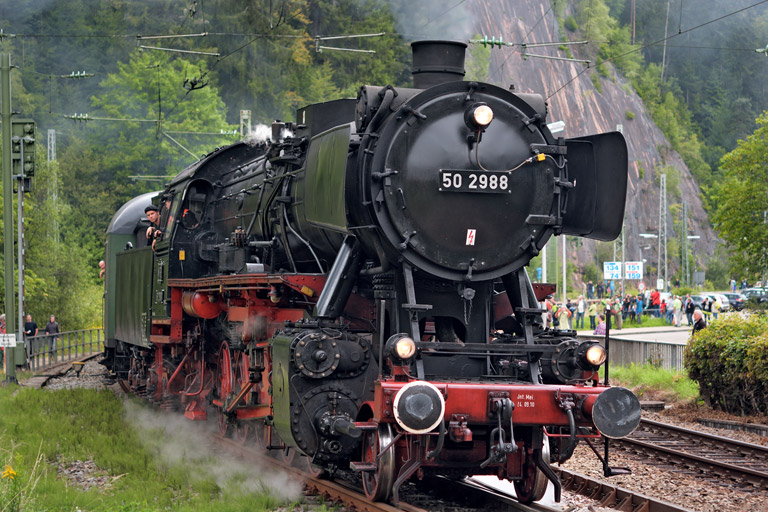 50 2988 mit DPE 79800 in Triberg (August 2014)