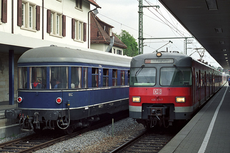 420 371 als S3 in Stuttgart-Vaihingen (April 2002)