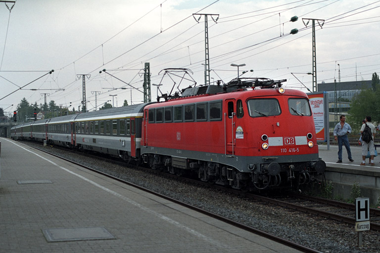 110 416 mit IC 381 bei km 15,6 (September 2004)