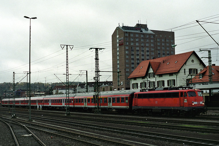 RE 19013 mit 110 424 bei km 15,6 (November 2004)