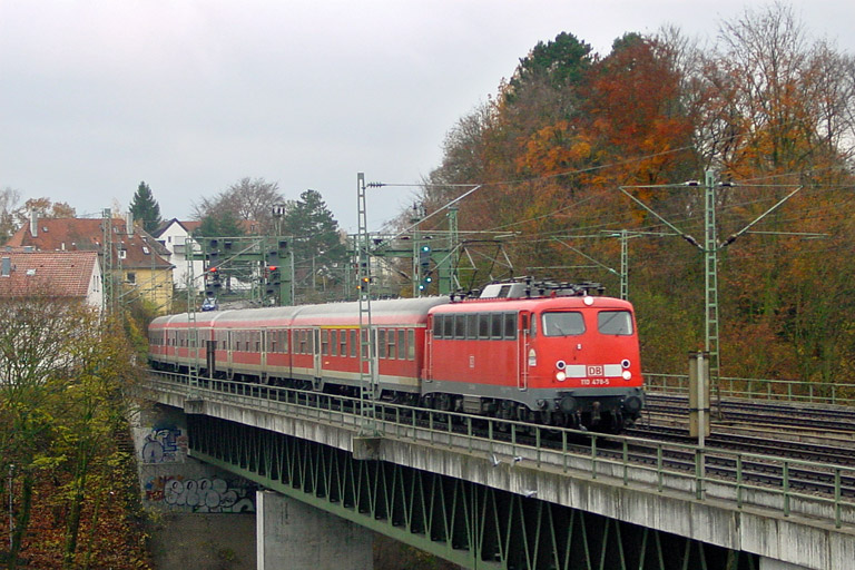 RE 19015 mit 110 478 bei km 14,6 (November 2004)