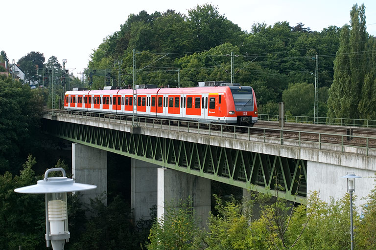 BR 423 in Stuttgart-Vaihingen (September 2008)