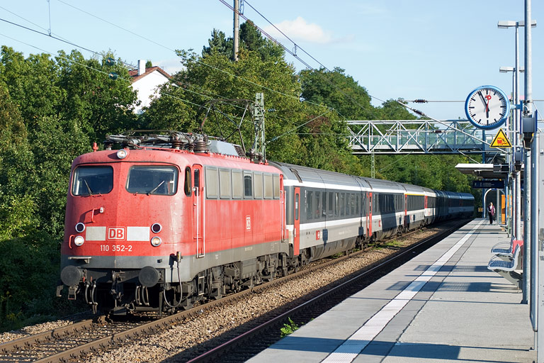 110 352 mit IC 184 bei km 14,2 (September 2010)