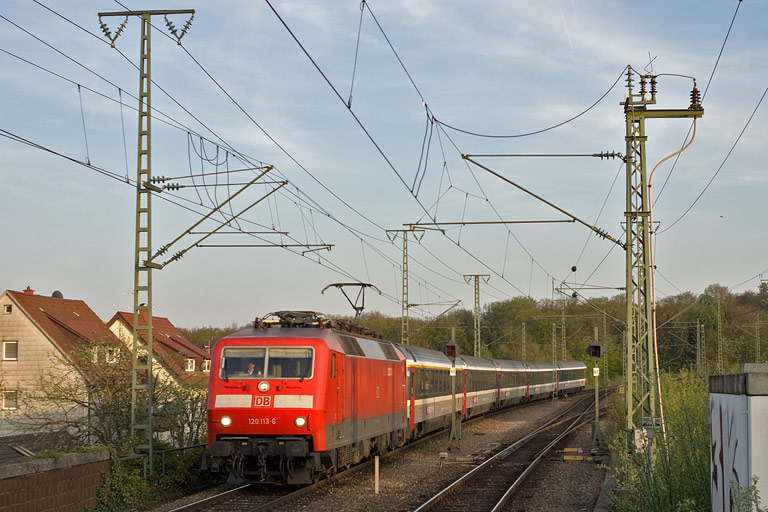 120 113 mit IC 182 bei km 16,8 (April 2010)