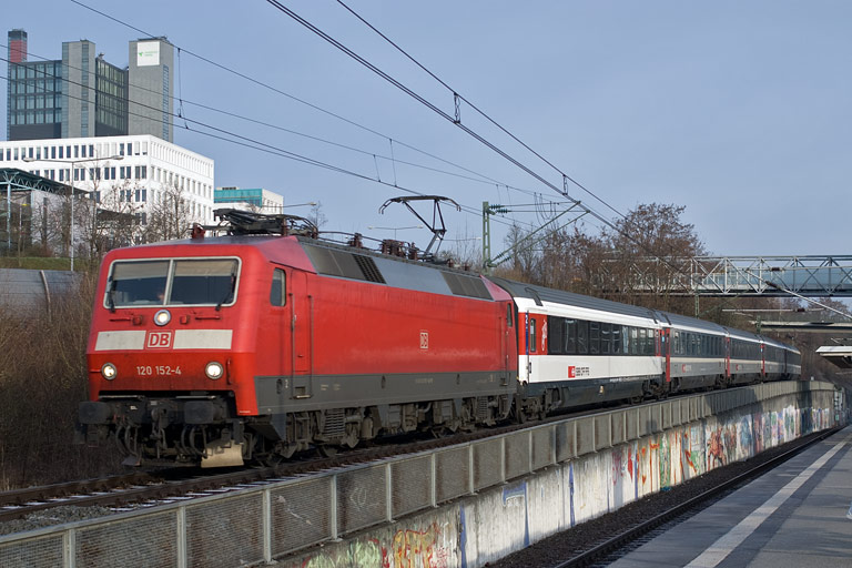 120 152 mit IC 181 bei km 14,2 (April 2010)