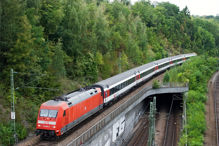 101 050 mit IC 283 bei km 13,8 (September 2012)