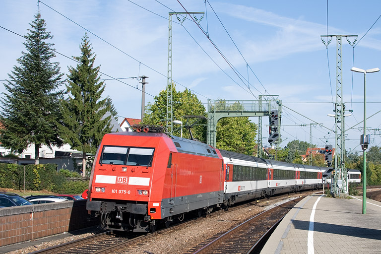 101 075 mit IC 183 bei km 16,6 (September 2012)