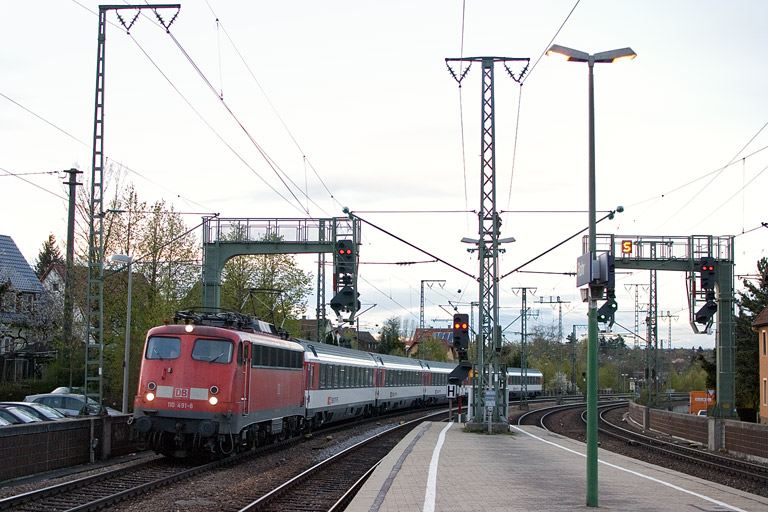 110 491 mit IC 285 bei km 16,6 (April 2012)