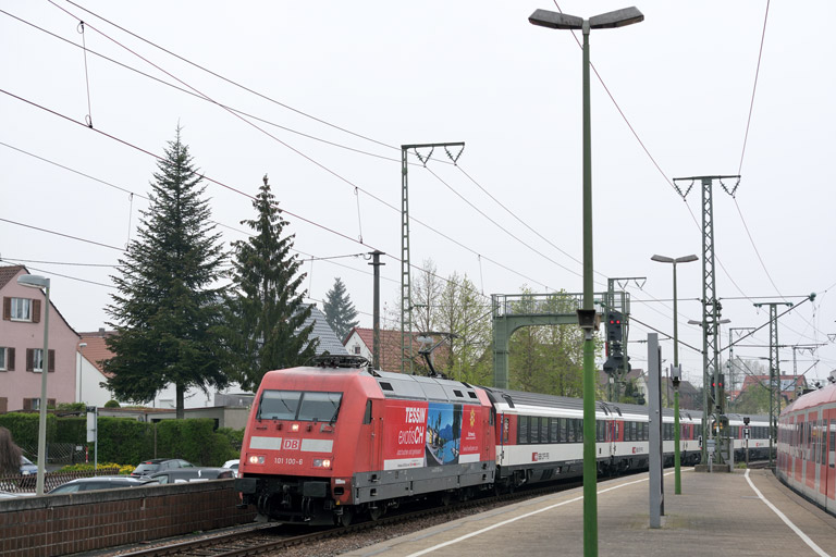 101 100 mit IC 187 bei km 16,6 (April 2014)