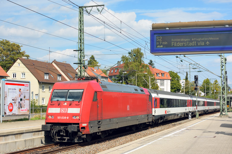 101 038 mit IC 187 bei km 15,6 (September 2015)
