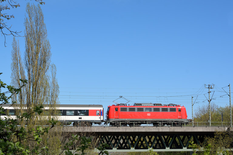 115 114 mit IC 281 bei km 14,6 (April 2015)