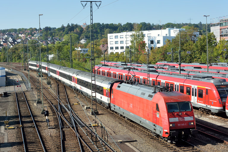 101 145 mit IC 282 bei km 16,0 (September 2016)