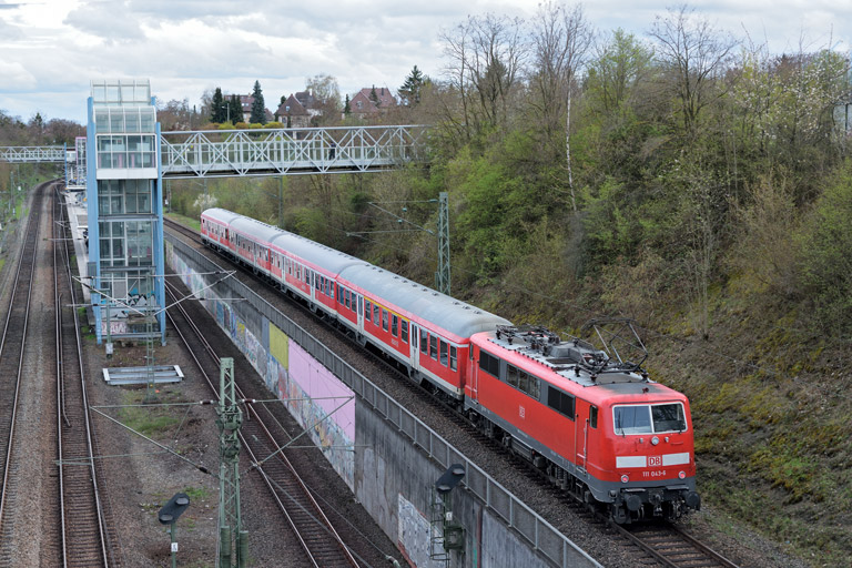 111 043 mit RB 19377 bei km 14,0 (April 2016)