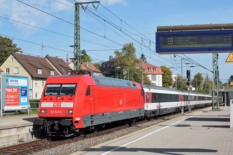 101 039 mit IC 185 bei km 15,6 (September 2017)