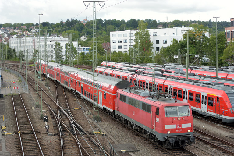 111 029 mit RE 69650 bei km 16,0 (August 2017)