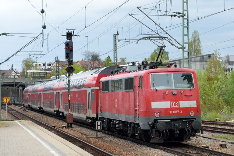 111 087 mit RE 19038 bei km 15,4 (April 2017)