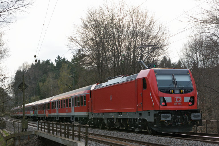 147 005 mit RB 19383 bei km 18,4 (April 2017)