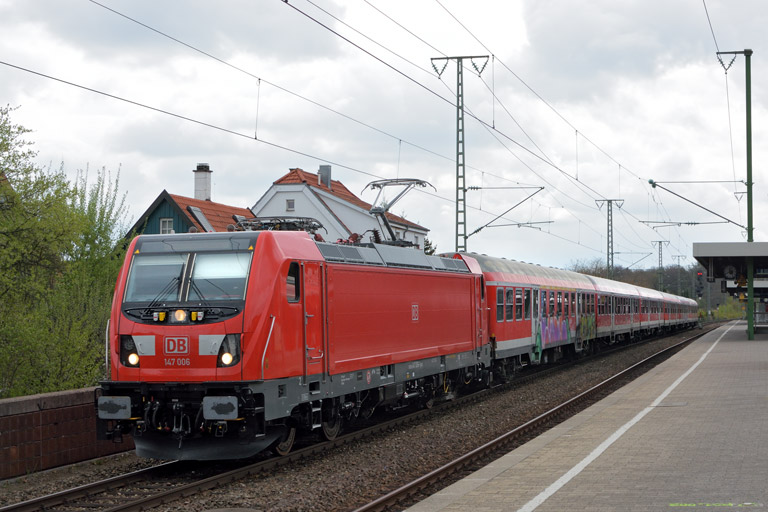 147 006 mit RE 19183 bei km 16,8 (April 2017)