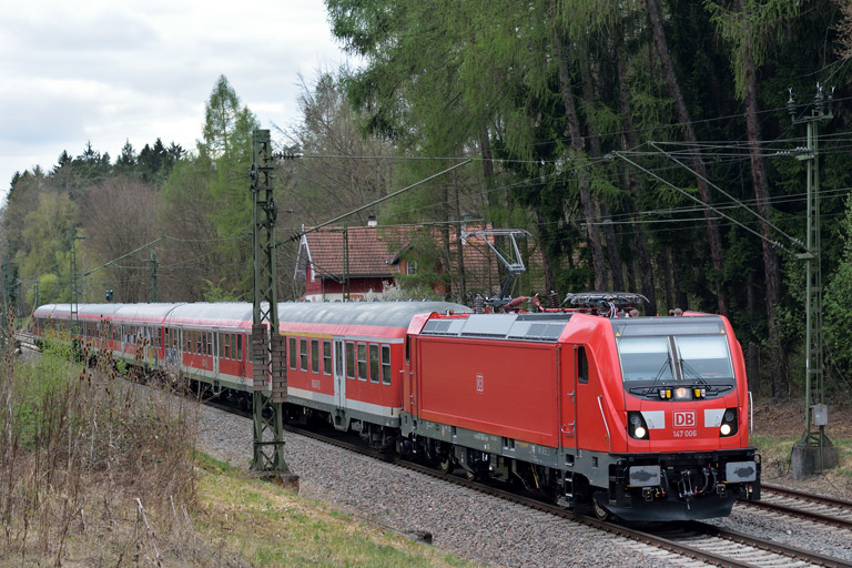 147 006 mit RE 19187 bei km 18,2 (April 2017)