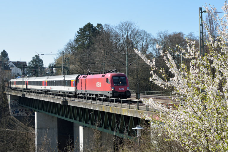 ÖBB 1016 027 mit IC 282 bei km 14,6 (April 2018)