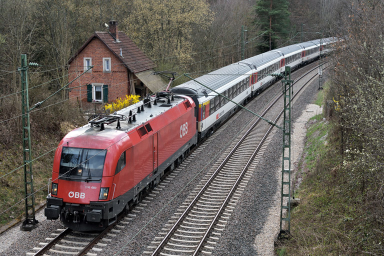 ÖBB 1116 089 mit IC 188 bei km 19,2 (April 2018)