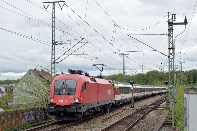 ÖBB 1116 083 mit IC 280 bei km 16,8 (April 2019)